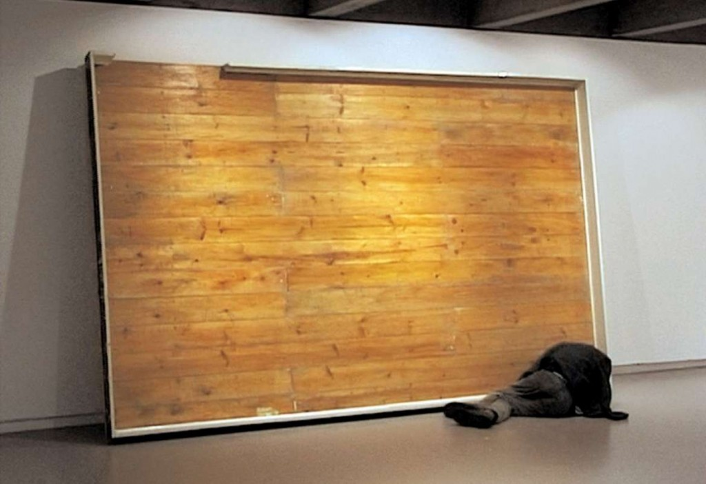 9._SENDAS_N._Untitled_laid_on_a_vertical_floor._2001